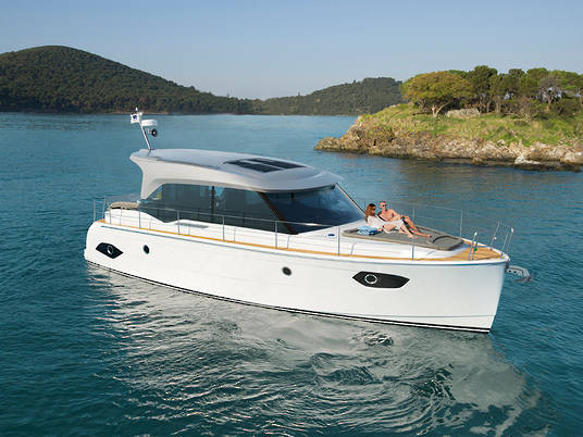 Bavaria E40 Sedan - European Powerboat of the Year 2017
